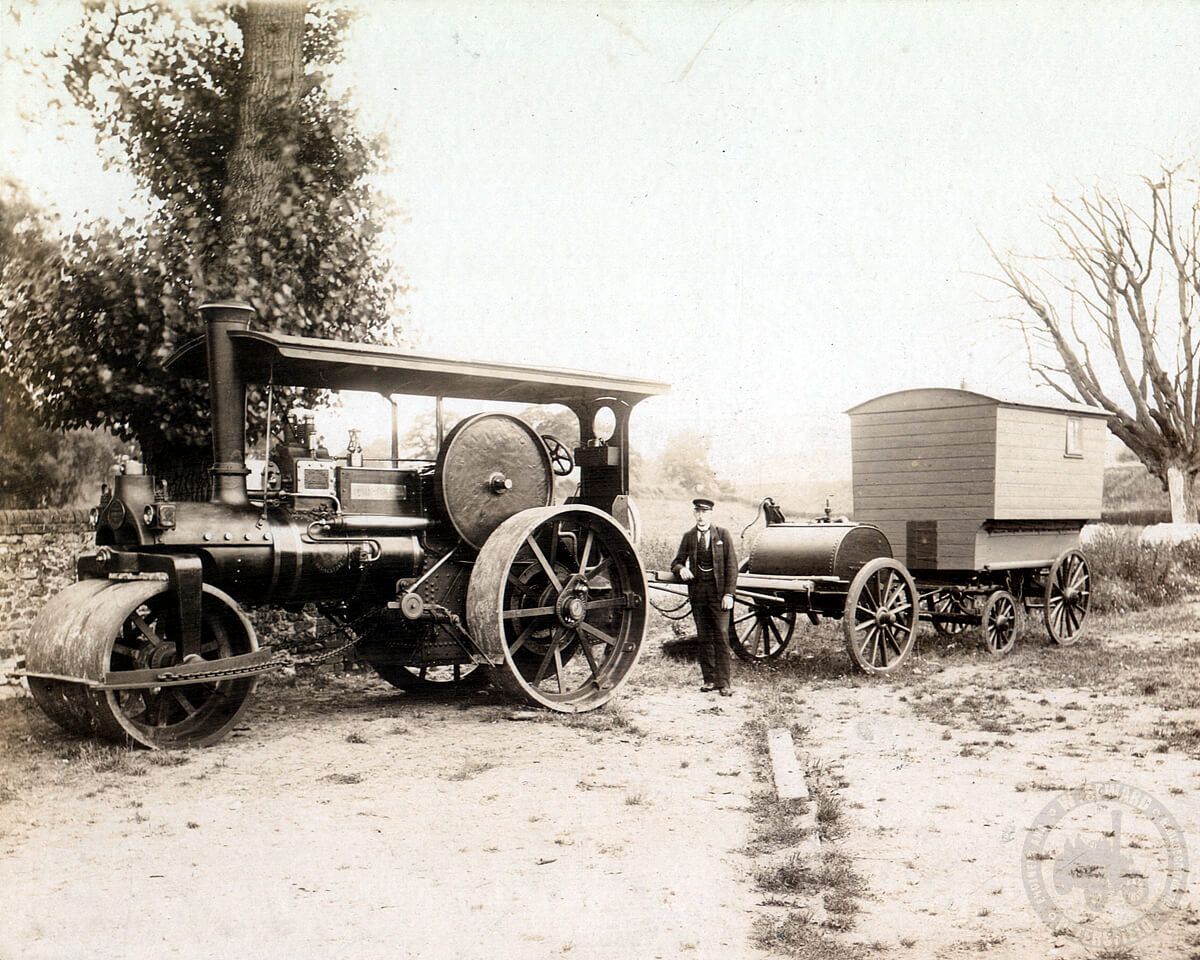 Wallis and Steevens 2377, Empress of the South. Full scene with water cart and living van